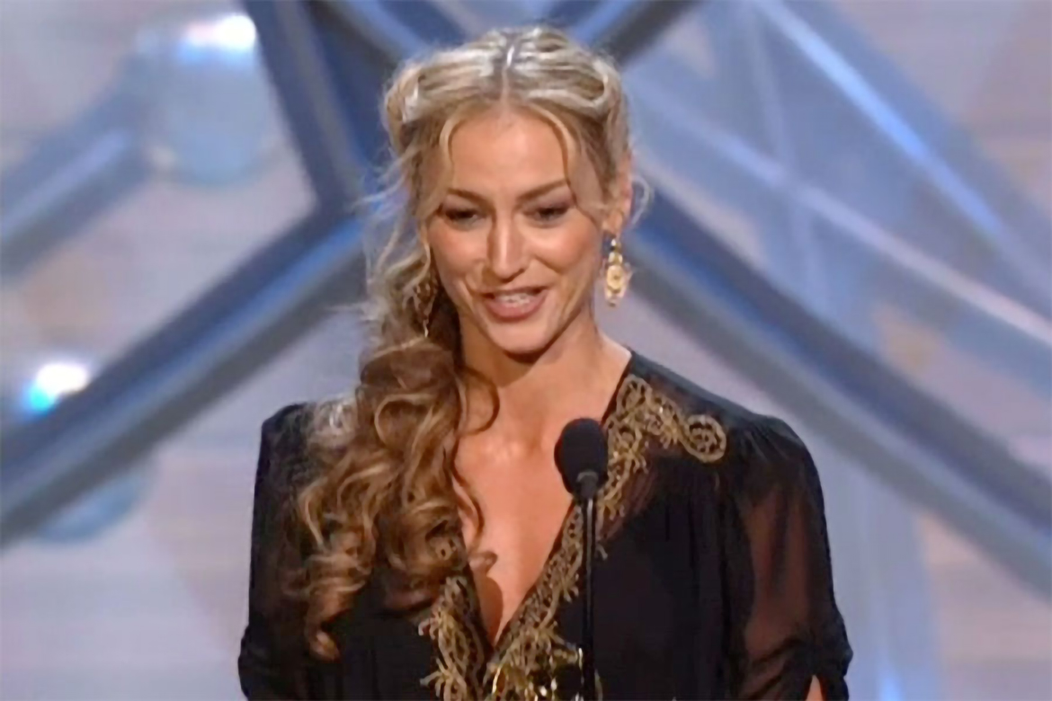 drea de matteo accepts the emmy for supporting actress in