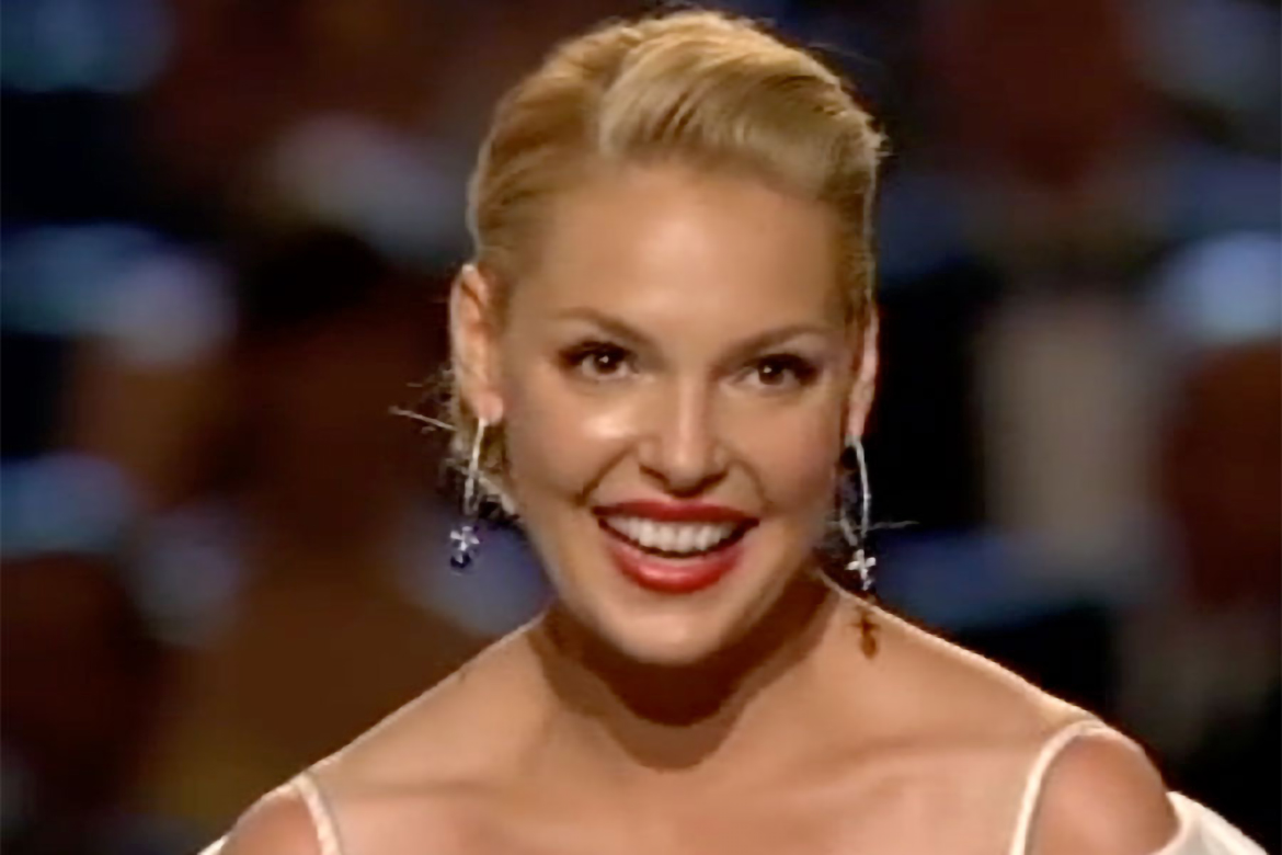 katherine heigl accepts the emmy for supporting actress in