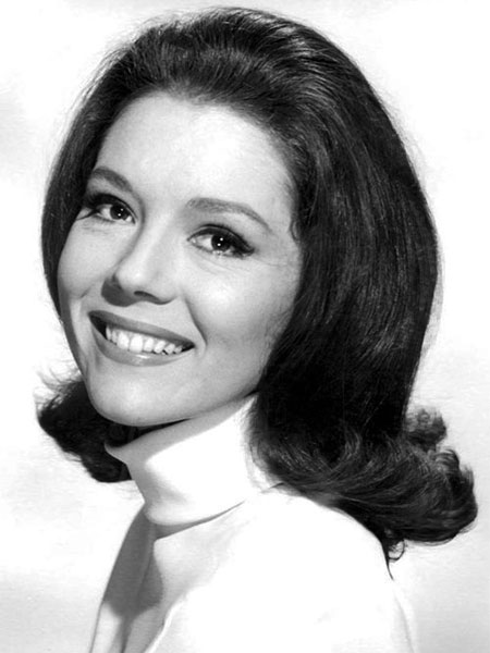 New Dead Poet's Society. - Page 25 Diana-rigg-450x600