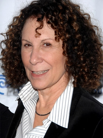 The 69-year old daughter of father Philip Perlman and mother Adele Perlman, 152 cm tall Rhea Perlman in 2017 photo