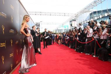 Heidi Klum on the red carpet at the 2016 Creative Arts Emmys.
