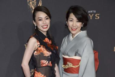 Arisu Kashiwagi and Tamae Kashiwagi on the red carpet at the 2017 Creative Arts Emmys.