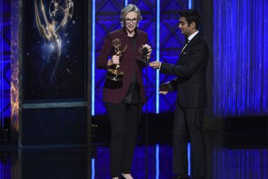 Jane Lynch accepts her award at the 2017 Creative Arts Emmys.