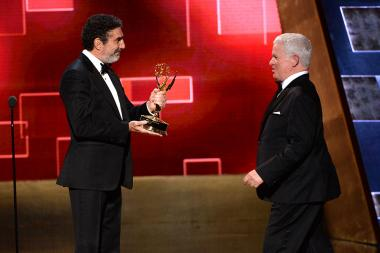 Chuck Lorre presents the Syd Cassyd award to Spike Jones Jr. at the 2015 Creative Arts Emmy Awards.