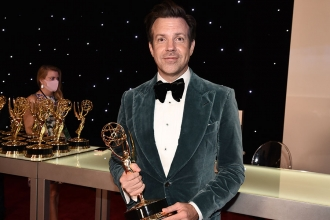 Jason Sudeikis at the Trophy's Table at the 73rd Emmy Awards, September 19, 2021 in Los Angeles, California.