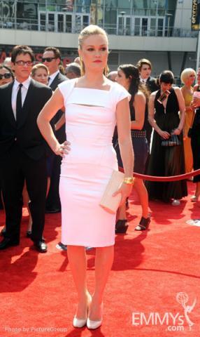 Julia Stiles arrives at the 2011 Primetime Creative Arts Emmys
