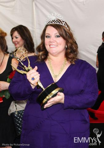 """Melissa McCarthy with the award for """"Outstanding Lead Actress in a Comedy Series"""" at the trophy table"""