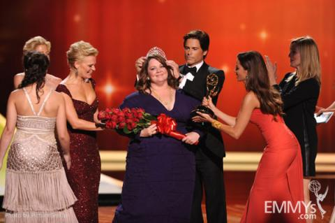 Melissa McCarthy (C) from (L-R) Martha Plimpton, Rob Lowe, Sofia Vergara and Laura Linney onstage
