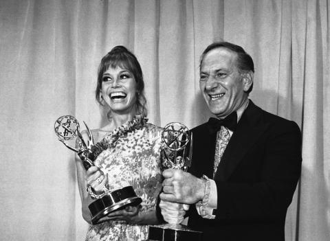 Mary Tyler Moore and Jack Klugman with their Emmys in 1973.