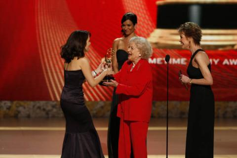 Betty White and Mary Tyler Moore present the Emmy for Outstanding Lead Actress in a Comedy Series to 30 Rock star Tina Fey