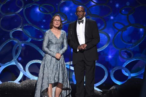 Laurie Metcalf and Reg E. Cathey present an award at the 2016 Creative Arts Emmys.