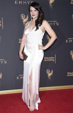 Kathryn Burns on the red carpet at the 2017 Creative Arts Emmys.