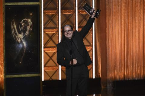 Glenn Weiss accepts his award at the 2017 Creative Arts Emmys.