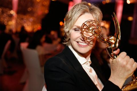 Jane Lynch gets an up-close look at her Emmy at the 2015 Creative Arts Ball.