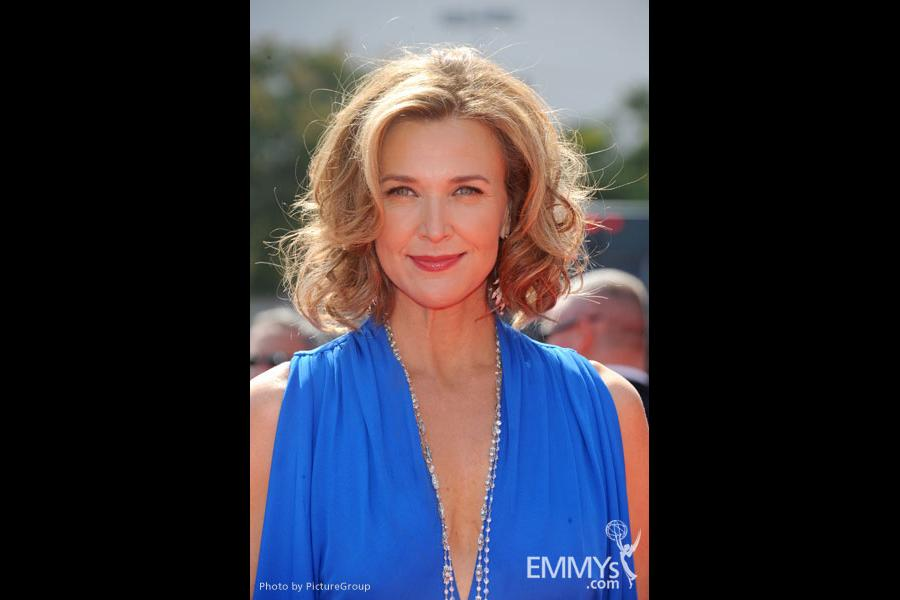 Brenda Strong arrives at the 2011 Primetime Creative Arts Emmy Awards at Nokia Theatre