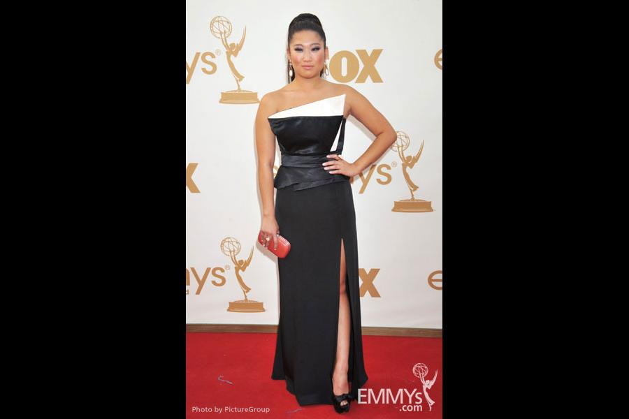 Jenna Ushkowitz arrives at the Academy of Television Arts & Sciences 63rd Primetime Emmy Awards