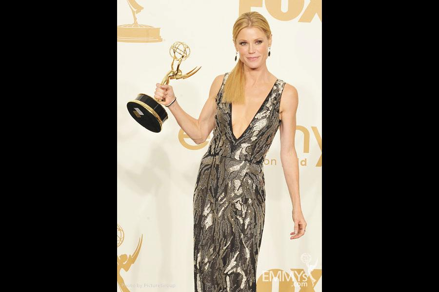 "Julie Bowen poses with the award for ""Outstanding Supporting Actress in a Comedy Series"" in the press room"
