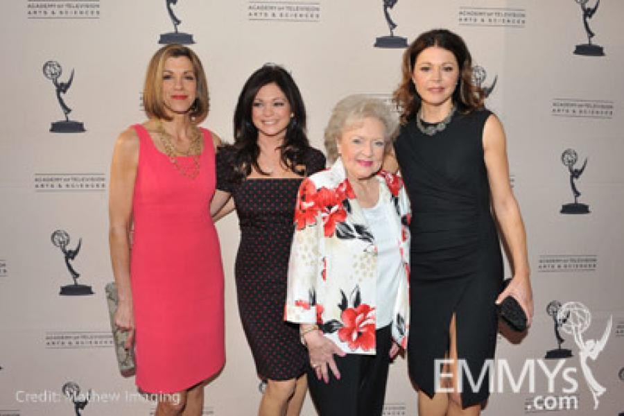 Hot In Cleveland - Wendie Malick, Valerie Bertinelli, Betty White & Jane Leeves