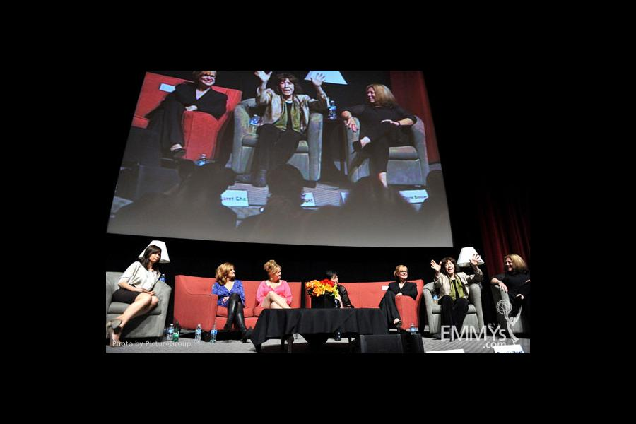 Mary Lynn Rajskub, Carol Leifer, Caroline Rhea, Margaret Cho, Bonnie Hunt, Lily Tomlin & Elayne Boosler