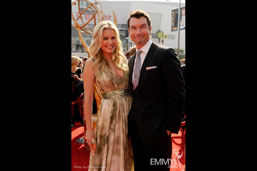 Rebecca Romijn and Jerry O'Connell attend the Academy of Television Arts and Sciences 2011 Primetime Creative Arts Emmy Awards