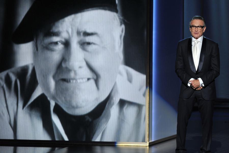 Robin Williams presents a tribute to Jonathan Winters at the 65th Emmys