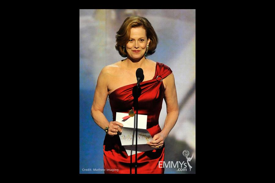 Presenter Sigourney Weaver