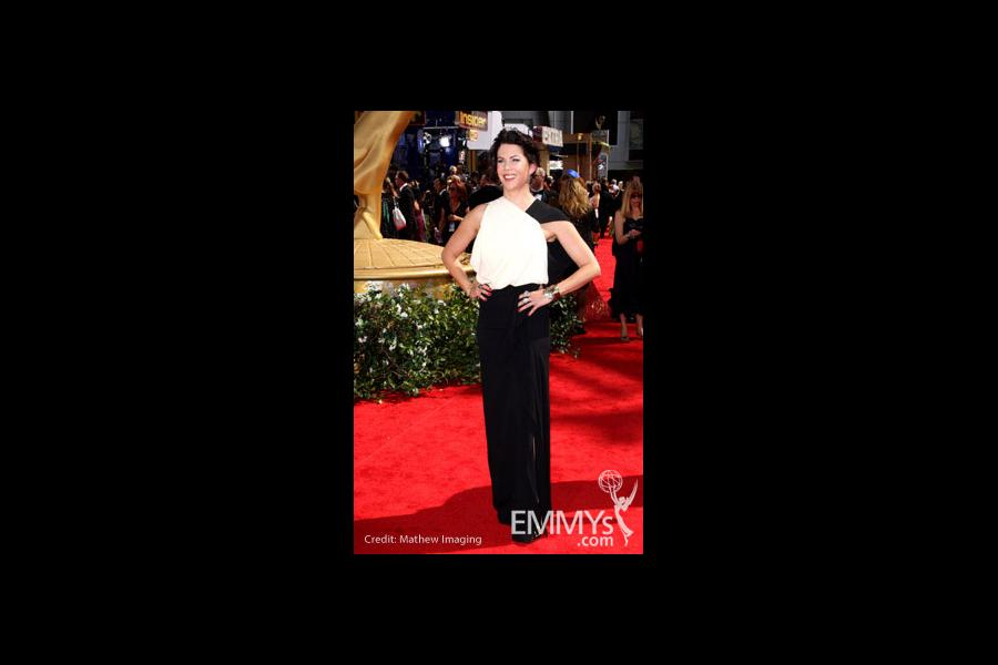 Lauren Graham arrives at the 62nd Annual Primetime Emmy Awards held at the Nokia Theatre
