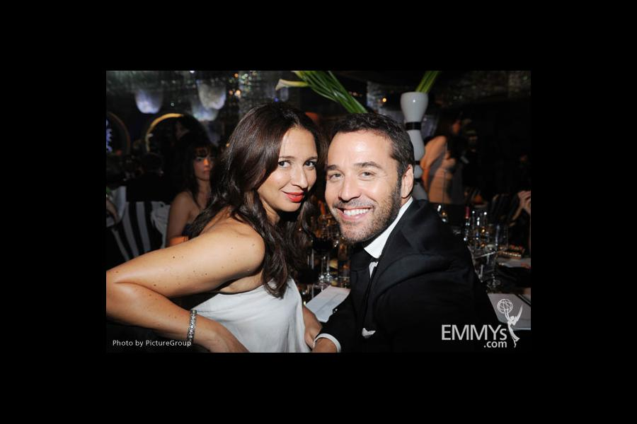 Maya Rudolph (L) and Jeremy Piven at the Governors Ball during the Academy of Television Arts & Sciences 63rd Primetime Emmys