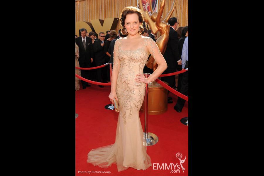 Elisabeth Moss arrives at the Academy of Television Arts & Sciences 63rd Primetime Emmy Awards