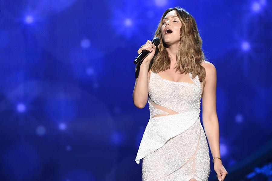 Katharine McPhee performs at the 2016 Creative Arts Emmys.
