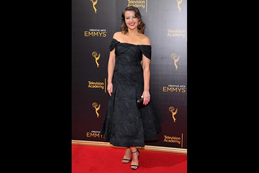 Kathryn Burns on the red carpet at the 2016 Creative Arts Emmys.