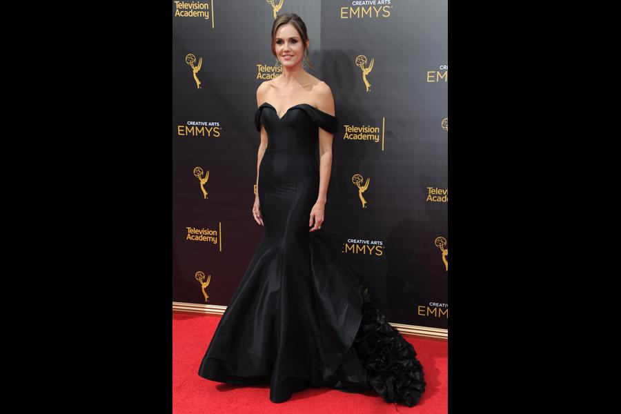 Erinn Hayes on the red carpet at the 2016 Creative Arts Emmys.