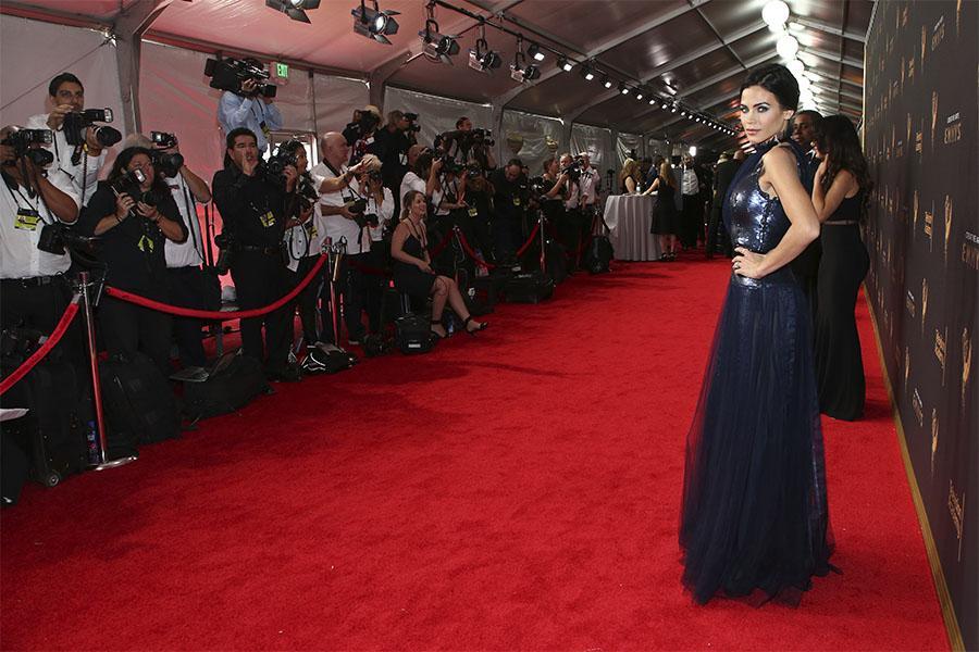 Jenna Dewan Tatum on the red carpet at the 2017 Creative Arts Emmys.