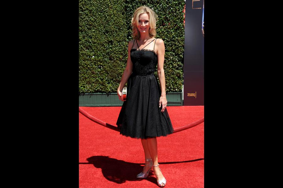 Beth Littleford of Dog with a Blog arrives for the 2014 Primetime Creative Arts Emmys.