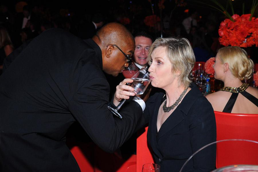 Hollywood Game Night winner Jane Lynch (r) shares a drink at the 2014 Primetime Creative Arts Emmys Governors Ball.