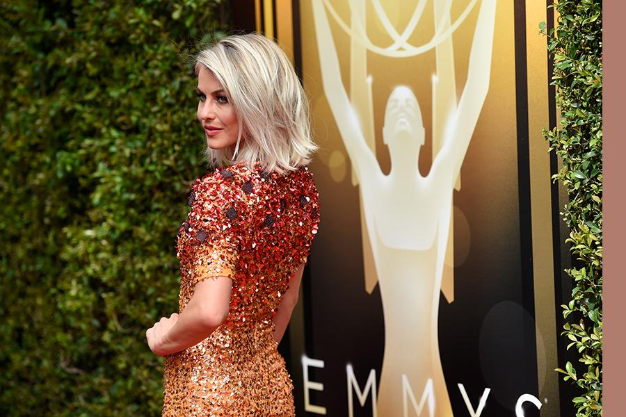 Julianne Hough arrives on the red carpet at the Creative Arts Emmy Awards 2015.