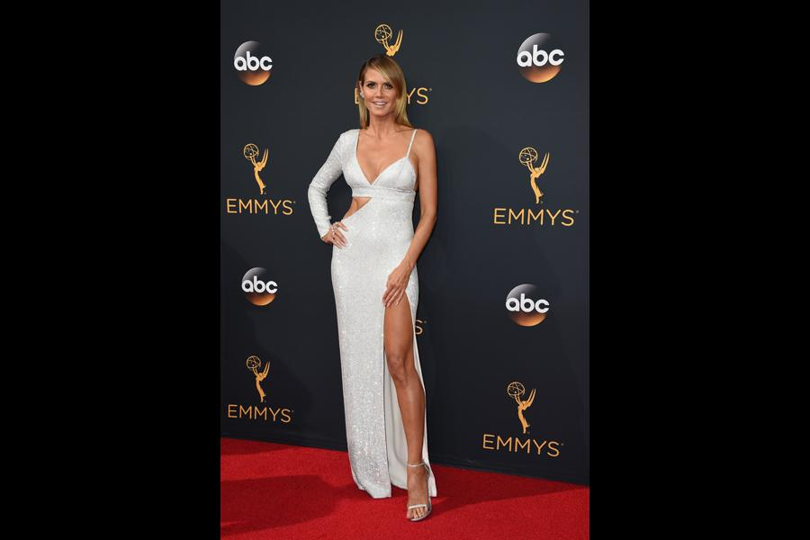 Heidi Klum on the red carpet at the 2016 Primetime Emmys.