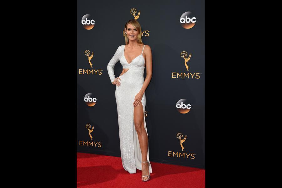 Heidi Klum on the red carpet at the 2016 Primetime Emmys.