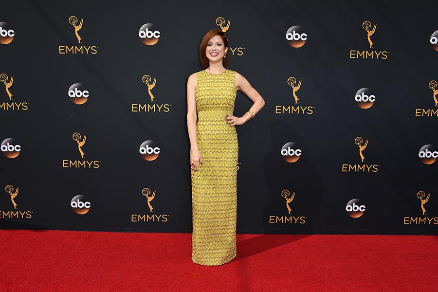 Ellie Kemper on the red carpet at the 2016 Primetime Emmys.