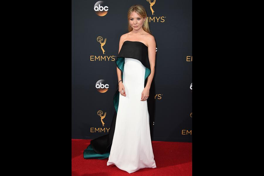 Kaitlin Doubleday on the red carpet at the 2016 Primetime Emmys.