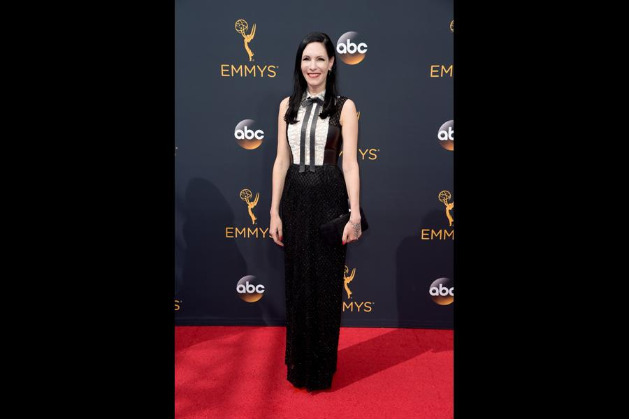 Jill Kargman on the red carpet at the 2016 Primetime Emmys.