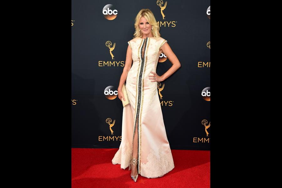 Sandra Lee on the red carpet at the 2016 Primetime Emmys.