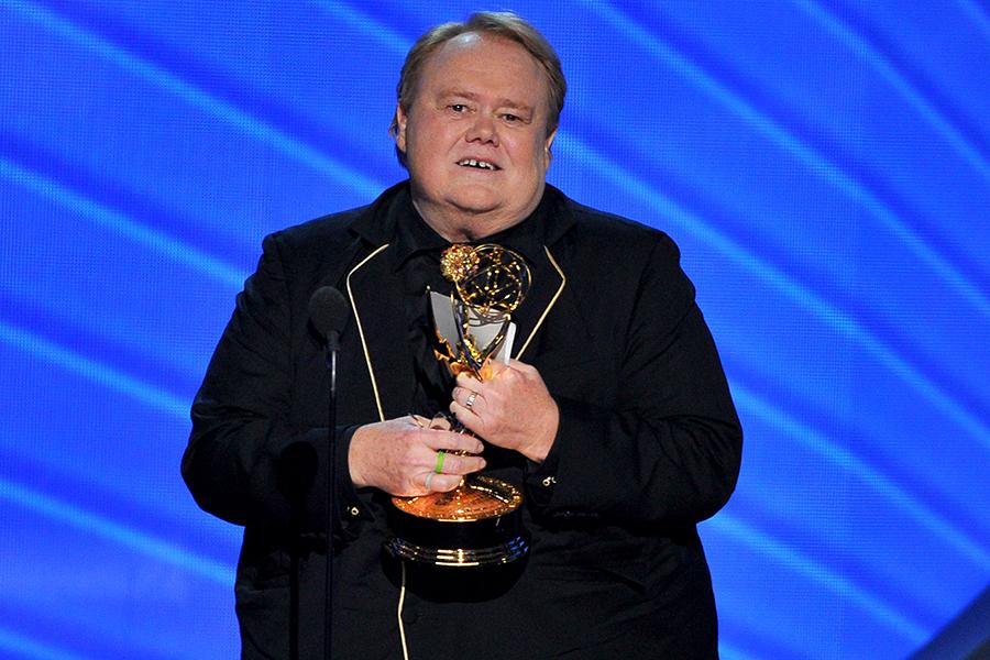 Louis Anderson accepts his award at the 2016 Primetime Emmys.