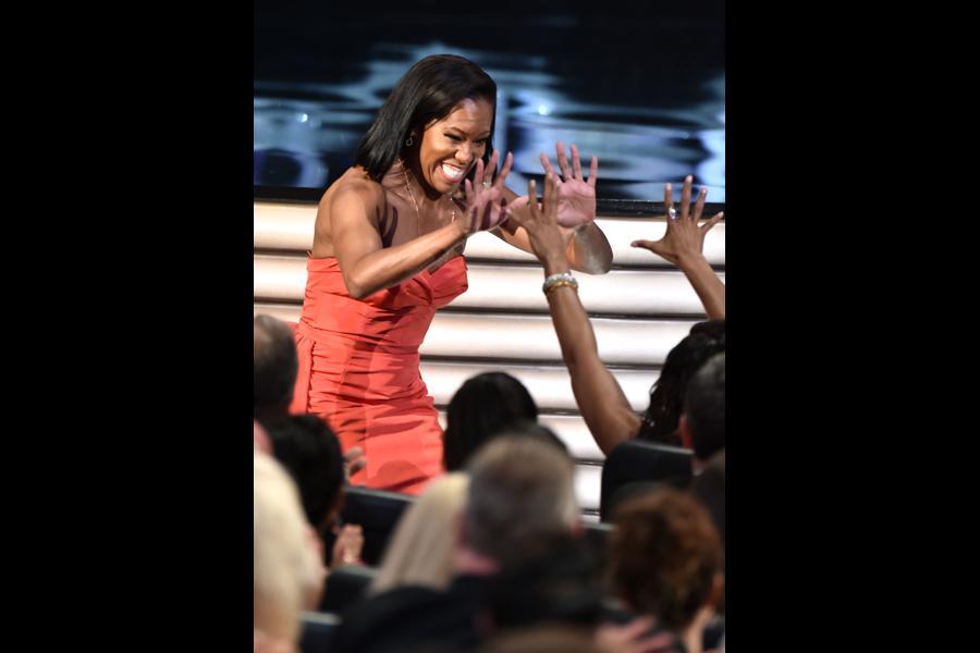 Regina King accepts her award at the 2016 Primetime Emmys.