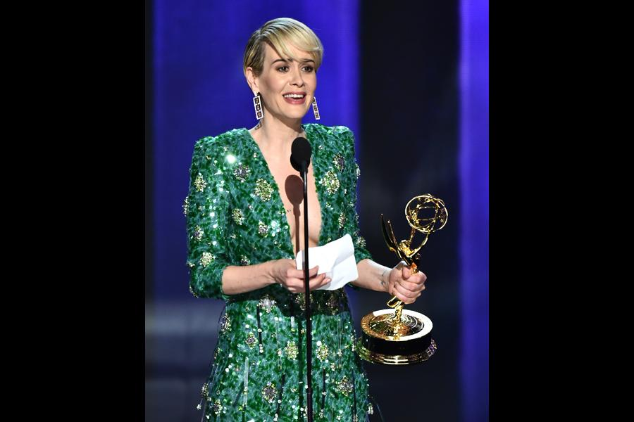 Sarah Paulson accepts her award at the 2016 Primetime Emmys.
