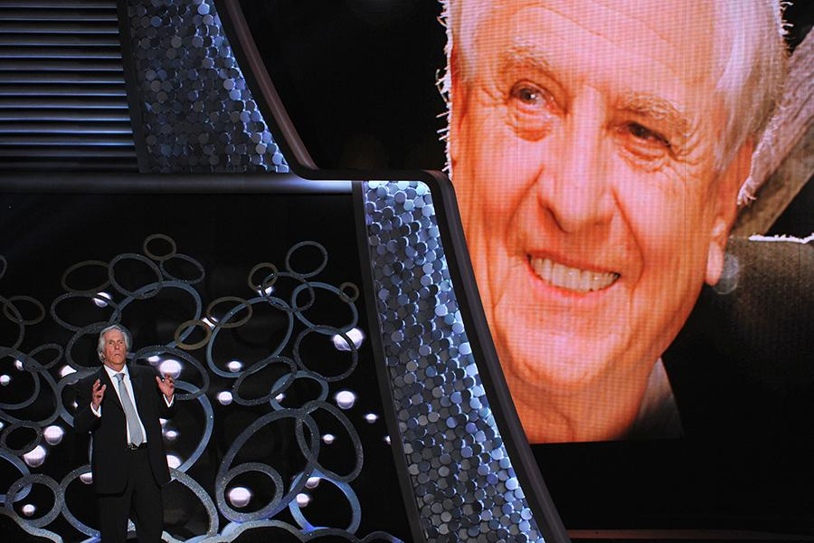 Henry Winkler pays tribute to Garry Marshall at the 2016 Primetime Emmys.