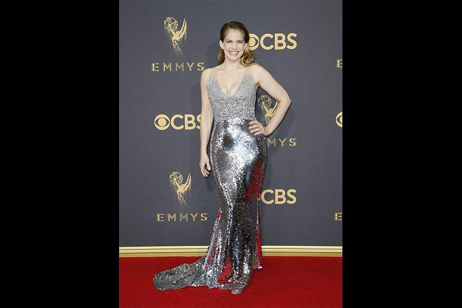 Anna Chlumsky on the red carpet at the 2017 Primetime Emmys.