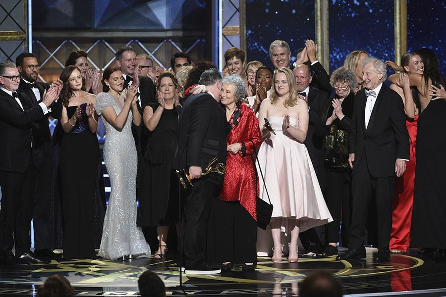 Bruce Miller, Margaret Atwood, and the team for The Handmaids Tale accept their award at the 2017 Primetime Emmys.