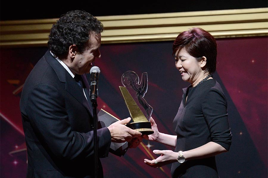 Mitchell Hurwitz presents an award to Shin Yin Hiyu at the 36th College Television Awards at the Skirball Cultural Center in Los Angeles, California, April 23, 2015.