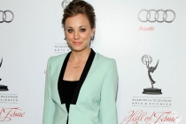 Kaley Cuoco arrives at the 21st Annual Hall of Fame Gala
